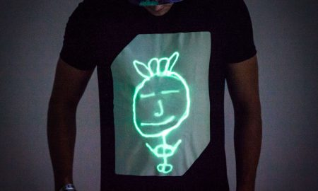 Interactief Glow T-shirt - Large (zwart)