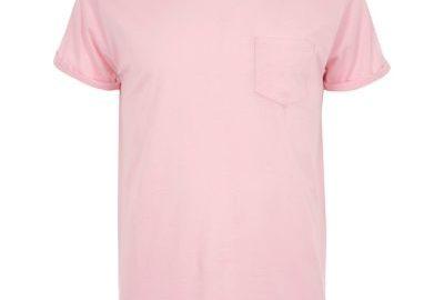 Roze T-shirt met opgerolde mouwen en zak